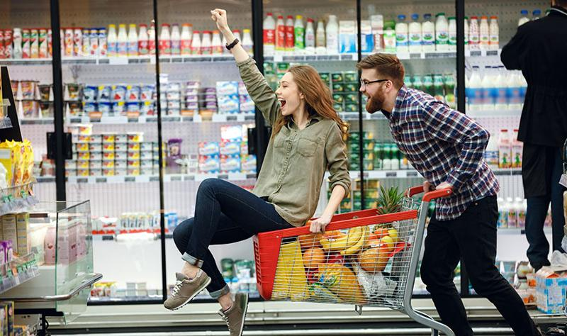 couple playing in grocery cart