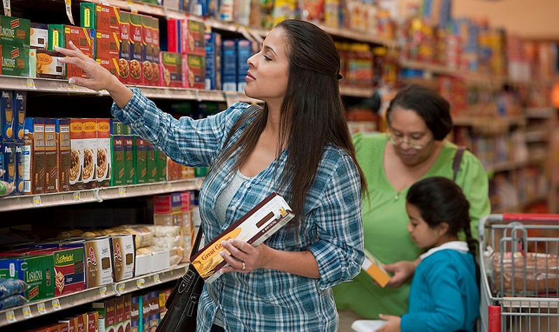 hispanic family shopping