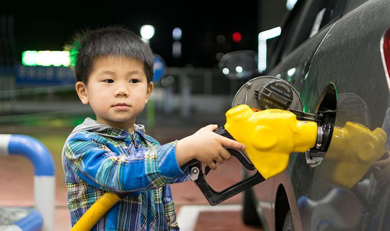 kid pumping gas