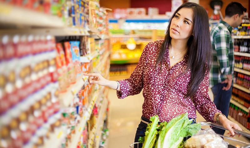 hispanic woman shopping