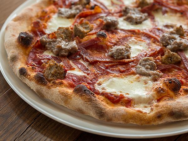 Pizza Cucinova quatro carne pizza
