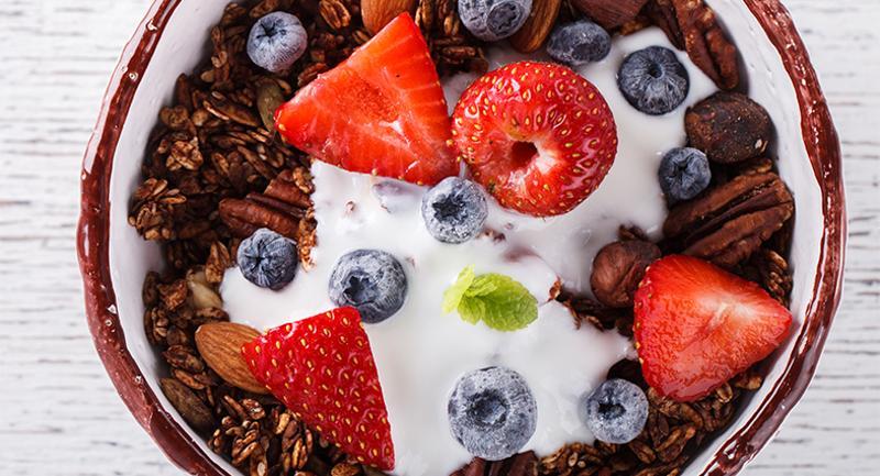bowl breakfast granola fruit