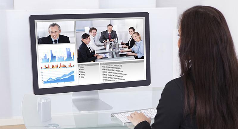 accessing webinar business woman
