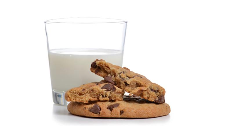 chocolate chip cookies milk flavor pair