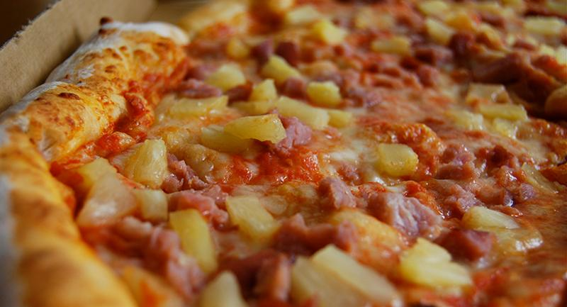 pizza with pineapple