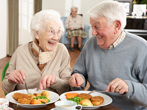 senior couple eating meal assisted living