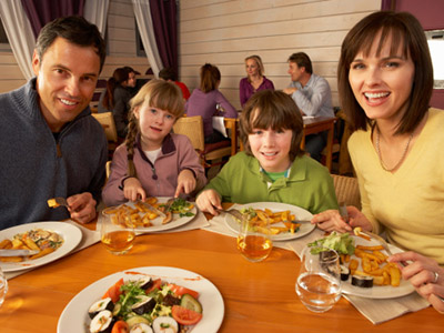 But Moms And Dads Surveyed Recently By Restaurant Claim That They Enjoy Going To Restaurants As A Family