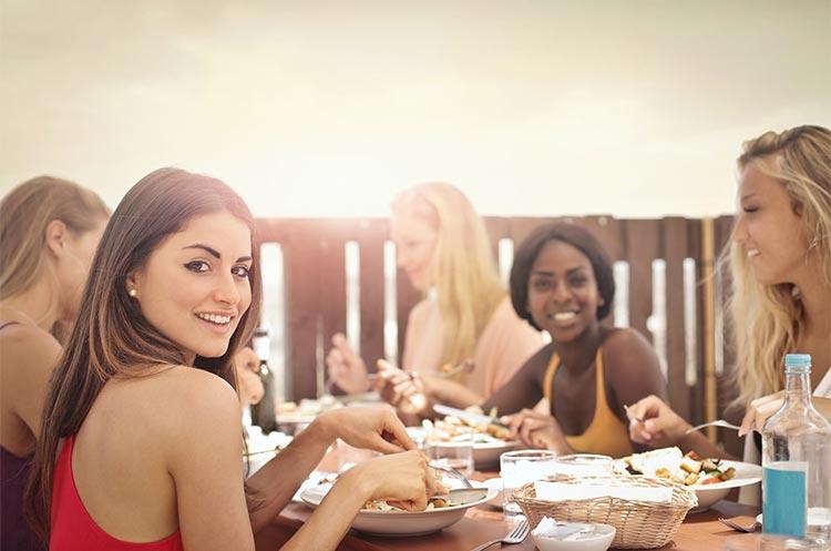 millennials girls restaurant
