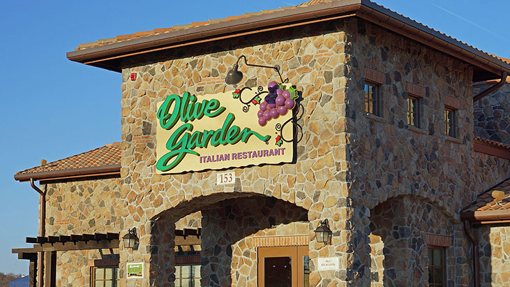 Labor Group Targets Olive Garden 39 S Pay Schedule