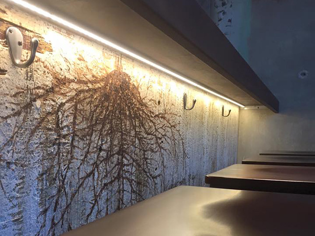 onion root mural on bar