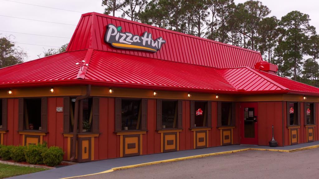 pizza hut exterior