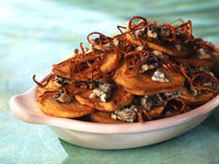 Potato Chips with Blue Cheese and Crispy Shallots