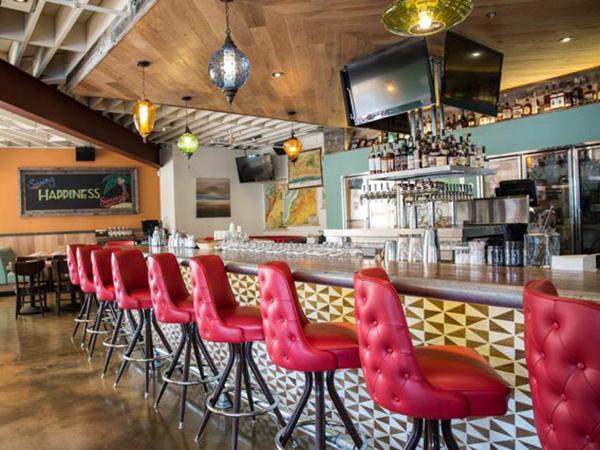 Simmzy's restaurant bar