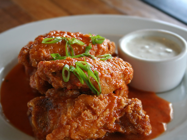 Simmzy's restaurant wings